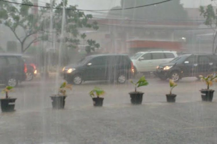 Hujan Deras Guyur Sukalarang